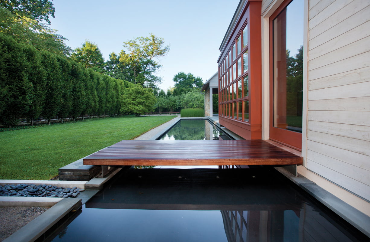Clean architectural lines complement the minimalist pool and garden. © SCOTT SMITH